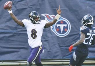 "?? MARK ZALESKI/ASSOCIATED PRESS ?? Lamar Jackson's 48-yard touchdown run ""got us back in the game,"" Ravens Coach John Harbaugh said."
