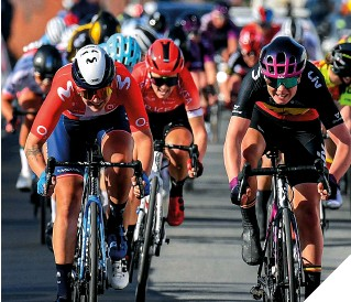??  ?? Norsgaard (l) sprints for second place at Le Samyn des Dames 2021