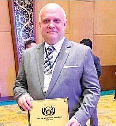 ??  ?? Anders Hallden, general manager of the Waterfront Cebu City Hotel & Casino, with the MICE Venue Standard Award plaque.