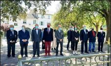 ??  ?? Un peu plus de personnes étaient présentes cette année : 4 présidents d'associations, des anciens militaires d'algérie, des élus et 6 porte-drapeaux