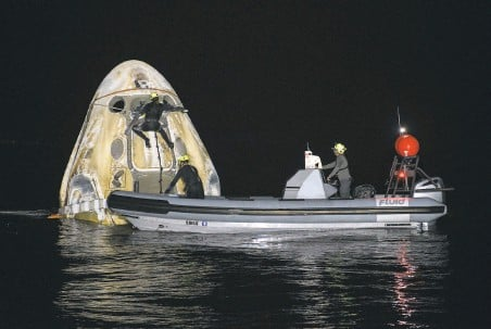 ?? Bill Ingalls / NASA ?? A support team retrieves the SpaceX Dragon capsule shortly after it splashed down off the coast of Panama City, Fla.