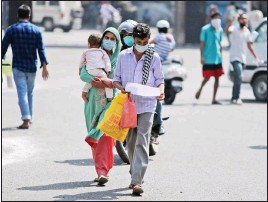 ?? Photo: AP ?? People wearing facemasks as a precaution against the coronaviru­s outside a government hospital in Jammu, India, Saturday, September 19.