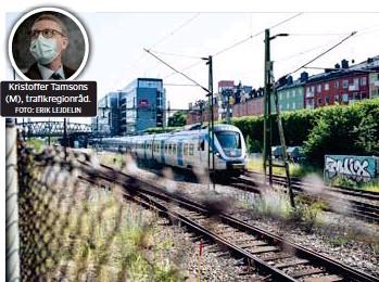 ?? FOTO: ERIK LEJDELIN FOTO: MIKAEL ANDERSSON ?? Kristoffer Tamsons (M), trafikregionråd. UTBYTBARA. Trafikregionrådet Kristoffer Tamsons tycker att övervakningen av dörrstängningen, som tågvärdar sköter i dag, är ett moment som kan automatiseras.