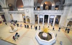?? Bild: Mary Altaffer ?? metropolitanmuseet i New York auktionerar bort 219 verk.