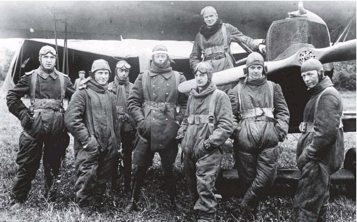 ??  ?? ■ The last generation of JG1 fighter pilots (in this case Jasta 4) pose for the camera, fully kitted out, on their airfield at Escaufort on 5 September 1918. From left to right: Leutnant d.r. Richard Kraut, Leutnant d.r. Adolf Hildebrand­t, Flieger Kurt Rhode, Leutnant Joachim von Winterfeld, Leutnant d.r. Egon Koepsch (in temporary command of the Jasta during Ernst Udet's absence), Leutnant d.r. Heinricht Maushake, Leutnant Heinz Graf von Gluszewski, Leutnant d.r.julius Bender. All would have been familiar with Richthofen's 'dicta' and would have flown and fought according to its various tenets. (Greg Vanwyngard­en)
