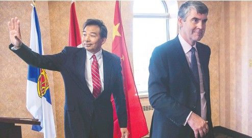 ?? Andrew VAUGHAN / THE CANADIAN PRESS FILES ?? Luo Zhaohui, China's then-ambassador to Canada, waves as he and Nova Scotia Premier Stephen Mcneil head from a meeting in 2016.