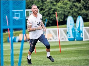 ??  ?? Sergio Ramos, en un entrenamiento reciente con el PSG.