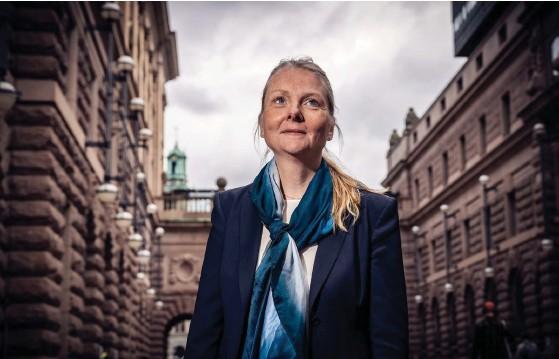 ?? FOTO: RICHARD NORDGREN ?? Nicola Clase kommer om en månad att blicka ut över Salutorget från Sveriges ambassad i stället för regeringskvarteren i Stockholm. I dag är hon officiellt Sveriges ambassadör i Finland.