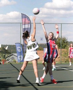 ?? Photo: Samantha Carolus ?? DSG defence in action during the Saints Easter Festival in Johannesburg.