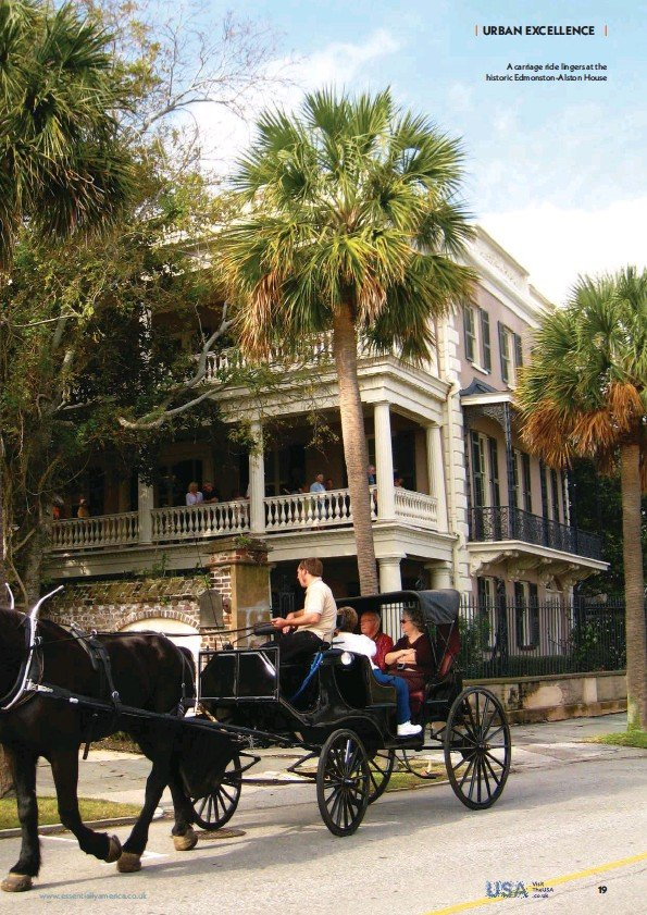 ??  ?? A carriage ride lingers at the historic Edmonston-Alston House