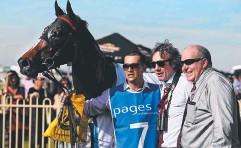 ??  ?? ON A ROLL: Andrew Campbell (right) with owner Tommy Heptinstall (middle) after Werther's win on Saturday.