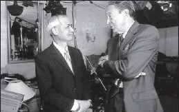 ??  ?? On the job for '60 Minutes' in 1999: Mike Wallace interviews Wen Ho Lee, a Los Alamos (N.M.) National Laboratory scientist who was under investigation by the FBI.