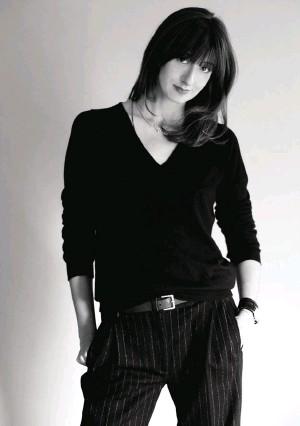 ??  ?? Nata a Padova, Angela Biani, 35 anni e due figli piccoli, si è formata nell'azienda di famiglia guidata dal padre, lo stilista Alberto Biani. La designer è anche direttrice artistica del marchio jeans Seafarer.