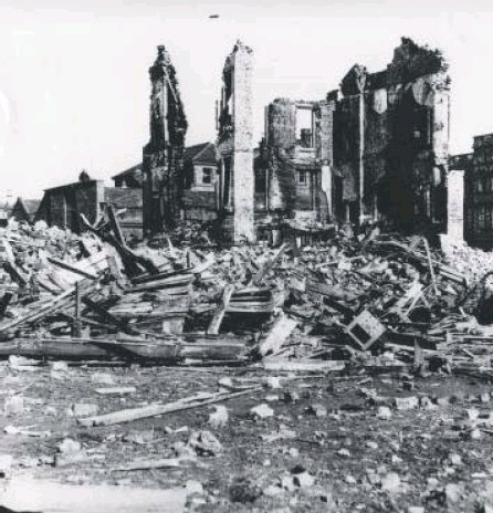 ?? PICTURE: WEST DUNBARTONSHIRE COUNCIL ?? 0 The remains of a tenement on Napier Street, Clydebank, after a 1941 bombing raid