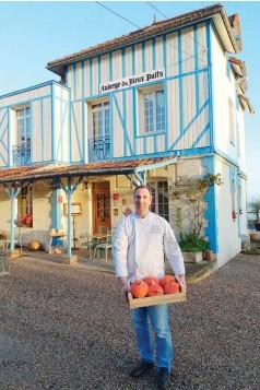??  ?? Il fait bon vivre dans l'une des plus jolies villes de la côte normande… Le chef a adopté Dieppe !