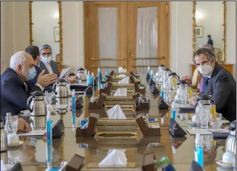 ??  ?? وزير الخارجية الإيراني محمد جواد ظريف خلال لقائه مدير الوكالة الدولية للطاقة الذرية رافايل غروسي في طهران أمس