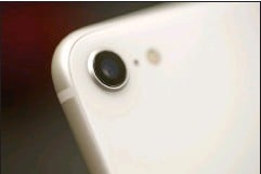 ??  ?? The iPhone SE has a very similar camera to the Pixel 4a, but it doesn't have as many tricks.
