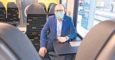 ?? FOTO: BERND WEISSBROD/DPA ?? Verkehrsminister Winfried Hermann (Grüne) setzt sich für eine zusätzliche unterirdische Station für Regionalzüge ein.