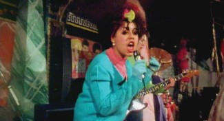 ?? Photo by Kino Library. ?? Poly Styrene's quirky fashion sense included granny cardigans and pointy shoes, while her XRay Spex songs about consumerism and identity politics struck a nerve.