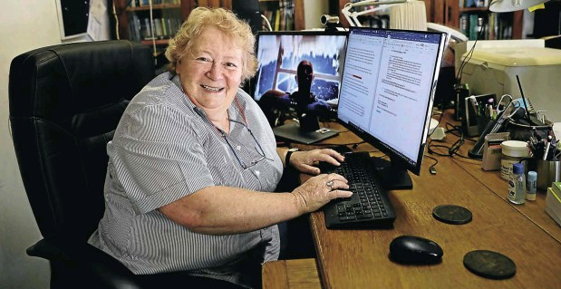 ?? Picture: Sandile Ndlovu ?? Hilda Grobler is a part-time commissioner with the Commission for Conciliation, Mediation & Arbitration, and has taken to conducting virtual hearings from her home office in Durban North.