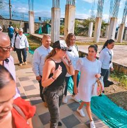??  ?? La primera dama de la nación, María Juliana Ruiz, así como la ministra de Cultura, Carmen Vásquez, participaron en la actividad denominada Bakanaka.