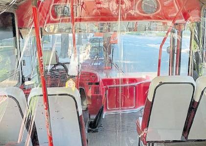 ??  ?? Protocolos. Los buses escolares deberán ir con las ventanillas abiertas y una barrera separará al chofer.