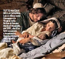 ??  ?? TUTTO NACQUE NELLA CAPANNA Luca e Alissa sono Giuseppe e la Vergine nella fiction di Raiuno Maria di Nazareth, del 2012, che li ha fatti conoscere e innamorare. Questa è la scena della nascita di Gesù.