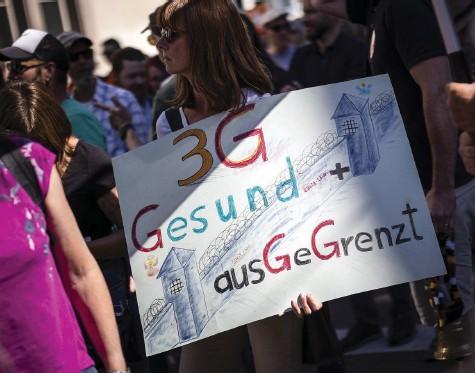 ?? Foto: Michael Buholzer (Keystone) ?? Die Auseinandersetzung gewinnt an Schärfe: Demonstrierende am vergangenen Samstag in Winterthur.