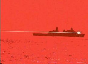 ??  ?? 2 2 Das ist kein Film, sondern echt: das Kriegsschiff USS Portland bei einem Probeschuss mit einer Laserkanone