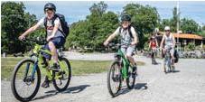"""?? FOTO: CLAUDIO BRITOS ?? SÄSONG. För vännerna Frank Rudebeck och Viggo Groth så kom cykeln fram i maj. Pappan till Viggo, Mikael Groth, ser sig själv som en säsongscyklist: """"Jag cyklar mer när det blir varmare och när man har mer tid,"""" säger han. My Albrektsson cyklar främst till jobbet."""