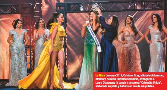"""??  ?? La Miss Universe 2018, Catriona Gray, y Natalie Ackerman, directora de Miss Universe Colombia, entregaron a Laura Olascuaga la banda y la corona """"Colombia Unida"""", elaborada en plata y bañada en oro de 24 quilates."""