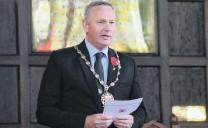 ?? PHOTO: KAYLA HODGE ?? Solemn address . . . Waitaki Mayor Gary Kircher makes his address at the Oamaru Armistice Day service.