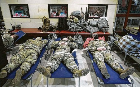 ?? J. Scott Applewhite / Associated Press ?? About 25,000 members of the National Guard, including these troops getting some sleep at the Capitol, will be in D.C. by Wednesday.