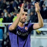 ??  ?? Jordan Veretout ha segnato il suo secondo gol consecutivo al Franchi Qui sopra, Marco Benassi
