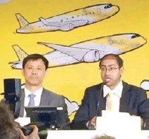??  ?? Scoot CEO Lee Lik Hsin and communications officer Vinod Kannan outline Scoot's plans.