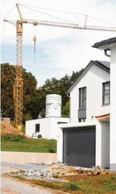 ?? Foto: Marcus Merk (Symbolfoto) ?? Bauland ist im Kreis Augsburg ein begehrtes Gut.