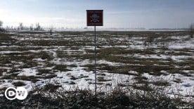 ??  ?? Vermintes Gelände an der Fronltinie im Donbass