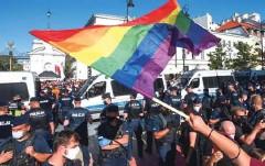 ?? Fotografiji agencija Gazeta/Reuters ?? Na varšavske ulice so se zgrnili tudi nacionalisti, ki so protestirali proti agresiji skupnosti LGBT+.