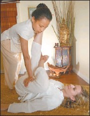 ?? GLENN BAGLO/ VANCOUVER SUN ?? Neata Auttapong demonstrates her mastery of the massage at the new Thai Spa.