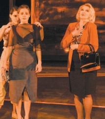 ?? – PHOTO CAROLINE LABERGE/COURTOISIE ?? Rachel Graton, Catherine Paquin-béchard et Isabelle Miquelon sur scène.