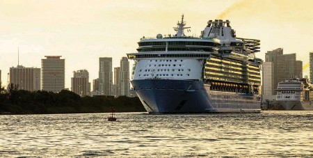 ?? DANIEL A. VARELA dvarela@miamiherald.com ?? Royal Caribbean International's Freedom of the Seas sets off down Government Cut past Miami Beach's South Pointe Park for a simulated voyage leaving from PortMiami on June 20.