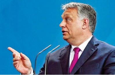 ??  ?? Die EU- Kommission hat am Donnerstag Ungarn im Zusammenhang mit dem Flüchtlingsthema vor dem EuGH verklagt. Ungarns Regierungschef Viktor Orbán verteidigt die Vorgänge in seinem Land gegen die Kritik der Europäischen Union.