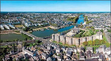 ??  ?? Angers (photo), Arras, Amiens, Poitiers, Lorient... Les villes moyennes font valoir leurs atouts face aux métropoles.