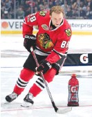 ??   GETTY IMAGES ?? Patrick Kane took eight shots to knock out his four targets in the accuracy event in the All- Star Skills Competition. Sidney Crosby won the event.