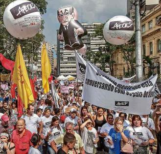 ?? Marlene Bergamo - 20.out.2015/ Folhapress ?? Protesto de professores e alunos no último dia 20 contra as mudanças na rede estadual
