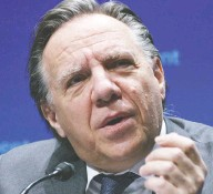 ?? PAUL CHIASSON / THE CANADIAN PRESS FILES ?? Business owners plan to lobby Premier François Legault's government so that all businesses are allowed to let customers pick up online orders.