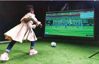 ?? צילום: ?? התערוכה של קבוצת הכדורגל ברצלונה Proactiv, F.C Barcelona