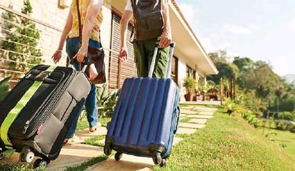 ??  ?? Los expertos auguran una lenta recuperación del sector hotelero en España.