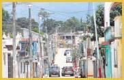 ?? Foto Prensa Libre: JOSÉ ROSALES ?? las calles de San Martín Jilotepeque en la que solo funcionan dos luminarias.