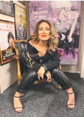 ??  ?? Singer Tania Doko on stage in the Fleetwood Mac Orchestrated show; ready to rock; and, below, with Tina Arena.